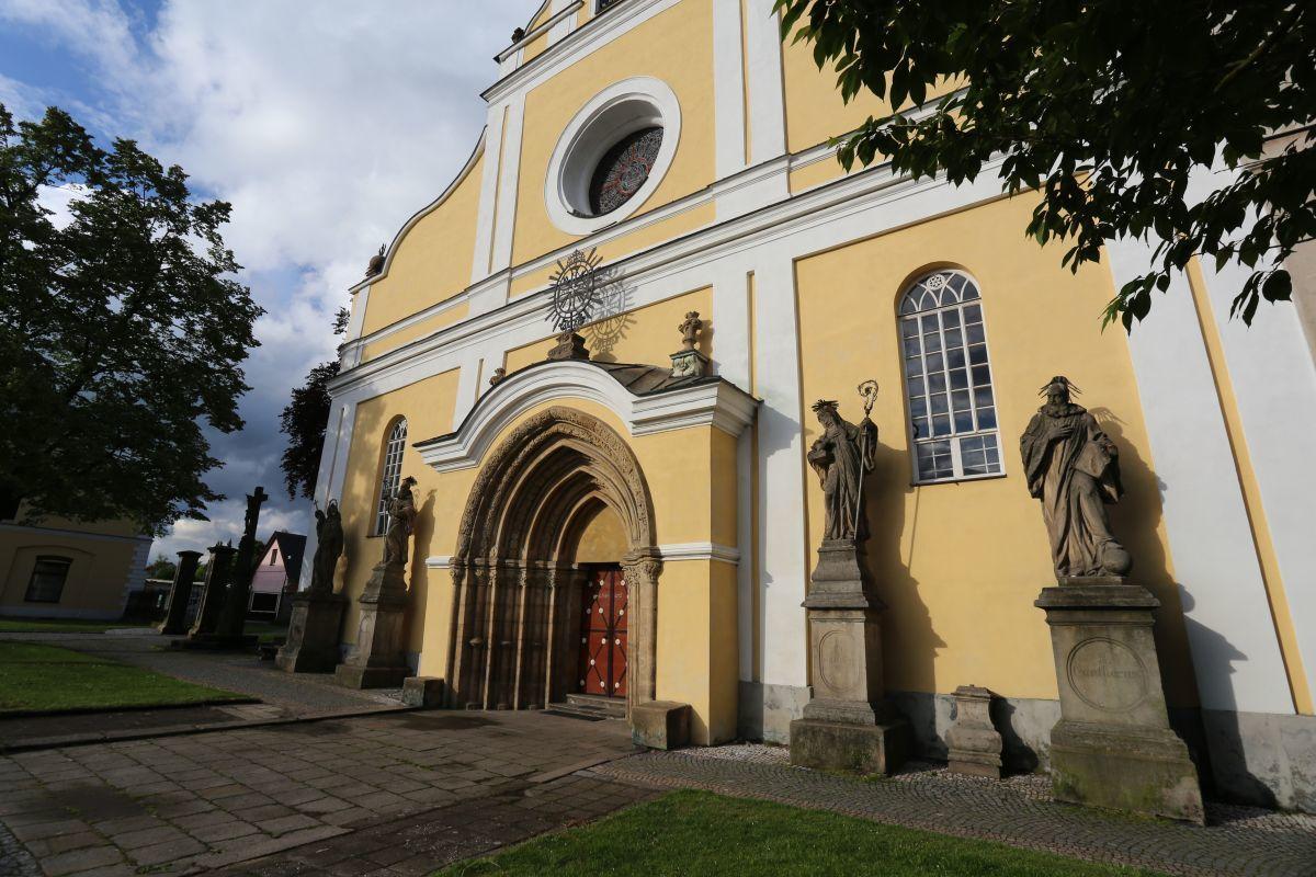 Kostel Nanebevzetí Panny Marie, Police nad Metují