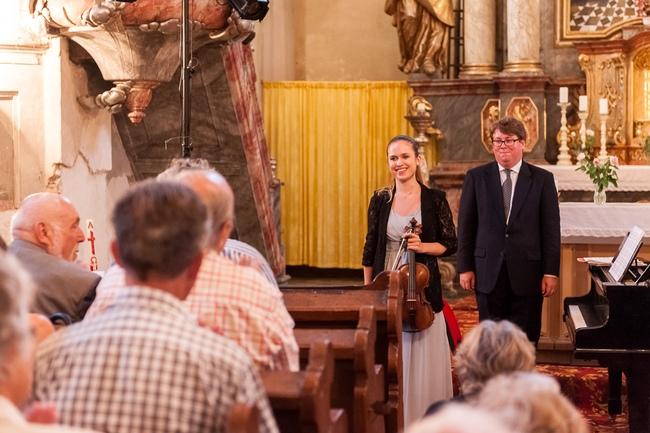 2015 | Julie Svěcená, Václav Mácha