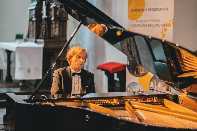2020 |  Ivo Kahánek, Nora Lubbadová